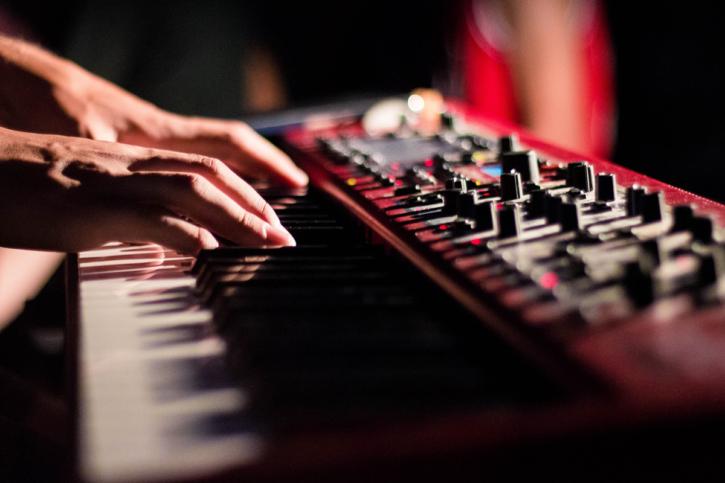 DTMでは必須の「MIDIキーボード」